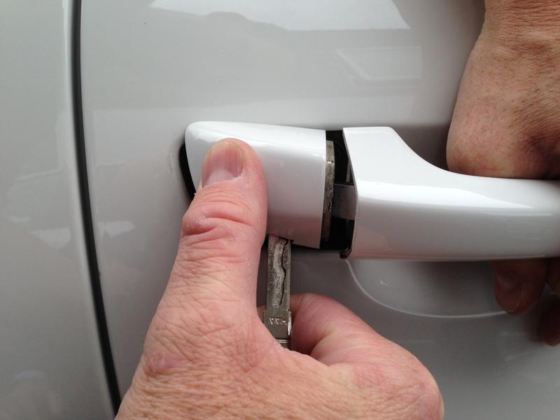 Unlock Door Key Amp Photo 5 Of 8 How To Unlock A Car Door